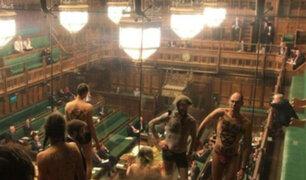 Reino Unido: activistas semidesnudos irrumpieron en Parlamento británico