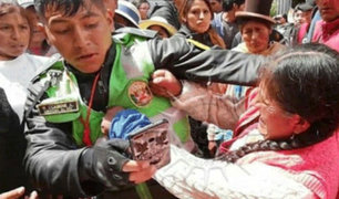 Juliaca: comerciante atacó salvajemente a policía durante intervención