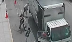 Surco: mototaxistas lanzan piedras a fiscalizadores para evitar ser intervenidos