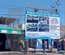 Chorrillos: Graban a hombres colocando cartel de la Municipalidad sin medidas de seguridad
