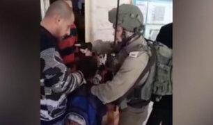 Israel: soldados ingresan a colegio y arrestan a niño palestino