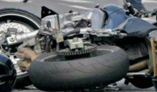 Huaraz: camión choca frontalmente contra motocicleta