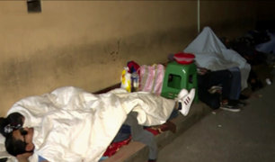 Cercado: extranjeros duermen en la calle para sacar antecedentes policiales