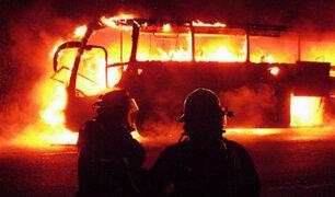¿Qué protocolos seguir en caso de incendio al interior de un bus de transportes?