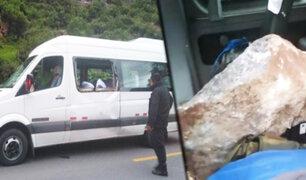 Cusco: roca cae sobre vehículo de turismo dejando un muerto y ocho heridos