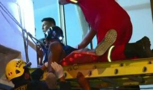 Cercado de Lima: rescatan a hombre que cayó desde cuarto piso de edificio