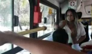 Mujer atacó a pasajeros de bus que le reclamaron por usar asiento reservado