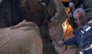 VIDEO: abren sarcófago egipcio en programa de televisión en vivo