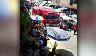 SMP: ambulantes obstaculizan paso de unidad de bomberos