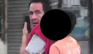 Tarapoto: motociclista viaja sin casco, habla por celular y expone a su hijo