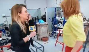 Reportera destroza una escultura en plena entrevista