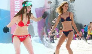 Rusia: miles de chicas esquían en bikini en la helada Sochi