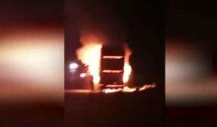 Bus interprovincial con pasajeros se incendia en la Panamericana Sur