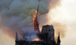 Incendio en Notre Dame: el preciso momento en que cae aguja de la catedral de París