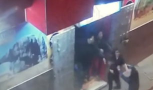 Pasco: mujeres protagonizan vergonzosa pelea afuera de discoteca