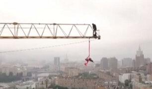 Gimnastas sorprenden haciendo acrobacias a varios metros de alturas
