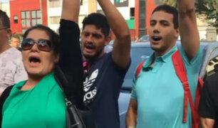 Alan García: simpatizantes apristas expresan su apoyo fuera de hospital