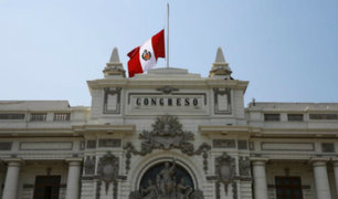 Instituciones públicas con banderas a media asta por muerte de Alan García