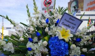 Impiden ingreso de arreglos florales de instituciones del Estado a velorio de Alan García