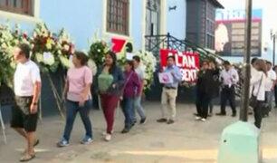 Alan García: simpatizantes hacen largas colas en Casa del Pueblo para darle último adiós
