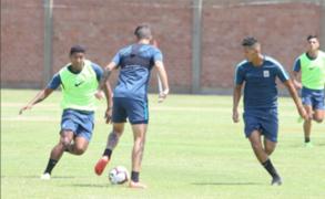 Barristas de Alianza Lima irrumpen en entrenamientos para increpar a jugadores