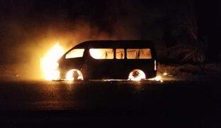 La Libertad: extorsionadores queman combi de sujeto que se negó a pagar cupo