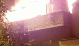 VES: incendio consumió depósito de chatarra