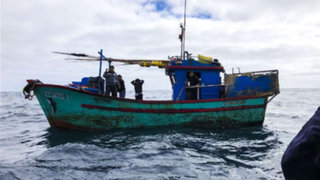 Capturan a tres pesqueros peruanos que operaban ilegalmente en territorio chileno