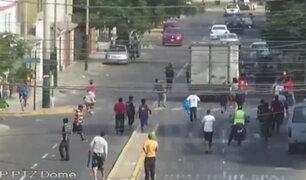 Surco: turba agrede a fiscalizadores durante operativo contra mototaxistas informales