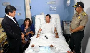 Ministro Morán felicitó a policía que resultó herido tras frustrar asalto a banco