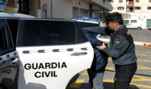 Hombre es detenido por realizar tocamientos a joven en autobús