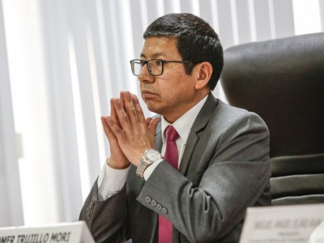 Evalúan interpelar a ministro de Transportes Edmer Trujillo por tragedia de Fiori