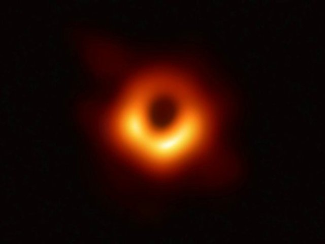 Estas son las primeras fotografías de un agujero negro