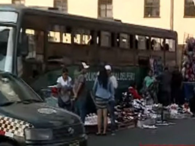Ambulantes siguen vendiendo en los alrededores de Av. 28 de Julio