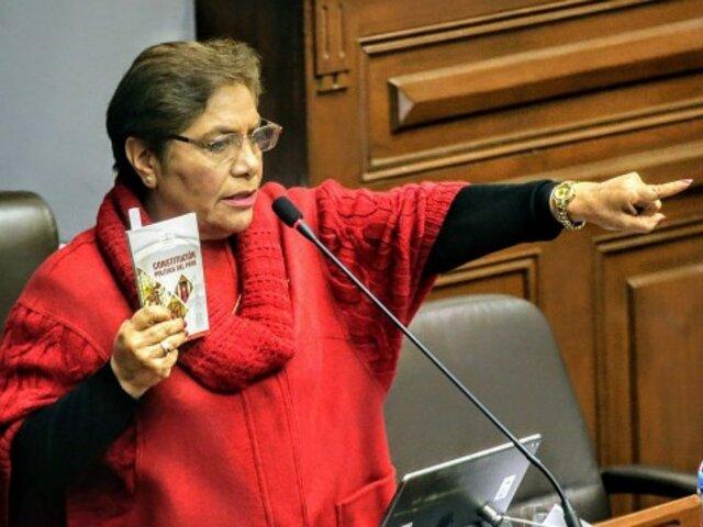 Luz Salgado: Si el presidente ya no puede con el país, tendría que renunciar