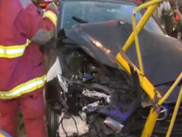 San Isidro: joven choca su vehículo, derriba dos palmeras y atropella a peatón