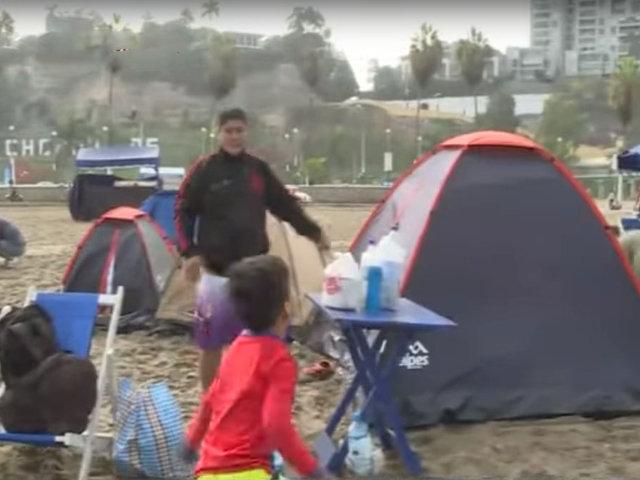 Semana Santa: numerosas familias acampan en playa Agua Dulce