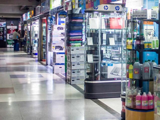 Centro comercial Compuplaza reabre sus puertas al público