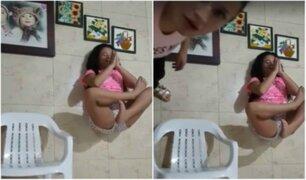 Niña se graba mientras 'levita' pero su madre la interrumpe y arruina todo