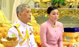 Monarca de Tailandia se casa con su guardaespaldas y la convierte en reina