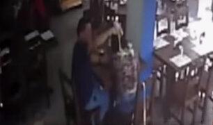 """Sujeto que agredió a su pareja en cevichería dijo que estaban """"jugando de manera brusca"""""""