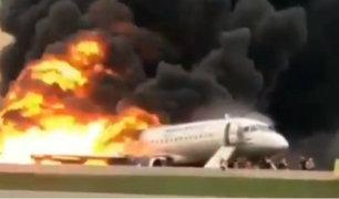 Rusia: rayo habría causado incendio en avión donde fallecieron 41 personas