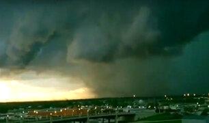 EEUU – Australia: tornados potentes y gigantescas tormentas de arena atemorizan a la población