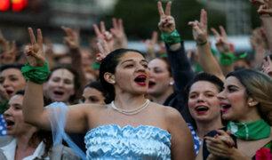 Argentina: 'Evitas' toman la calle en homenaje a 100 años del nacimiento de Eva Perón