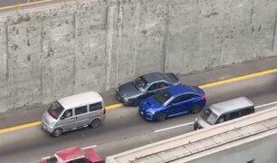 Vía Expresa: Conductor invade carril de emergencia y causa choque