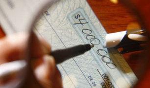 Cercado de Lima: detienen a extranjero que intentó cobrar cheque falso
