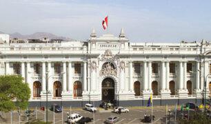 Perímetro del Congreso de la República presenta serios daños y suciedad