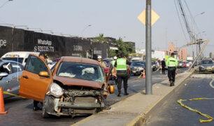 Cercado de Lima: pasajero muere tras choque de auto contra poste en la avenida Colonial