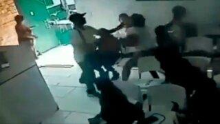 VIDEO: mujeres masacran a sujeto que intentó asaltarlas dentro de un local
