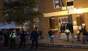 "EEUU: gobierno ordena desalojo de embajada venezolana ocupada por activistas ""chavistas"""